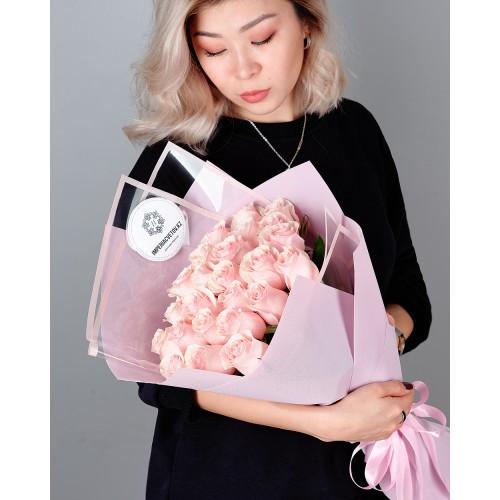Купить на заказ Букет из 25 розовых роз с доставкой в Хромтау