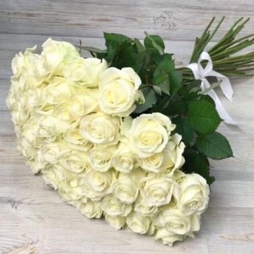 Купить на заказ Букет из 51 белой розы с доставкой в Хромтау